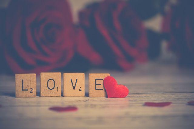 Cubos que formam a palavra amor