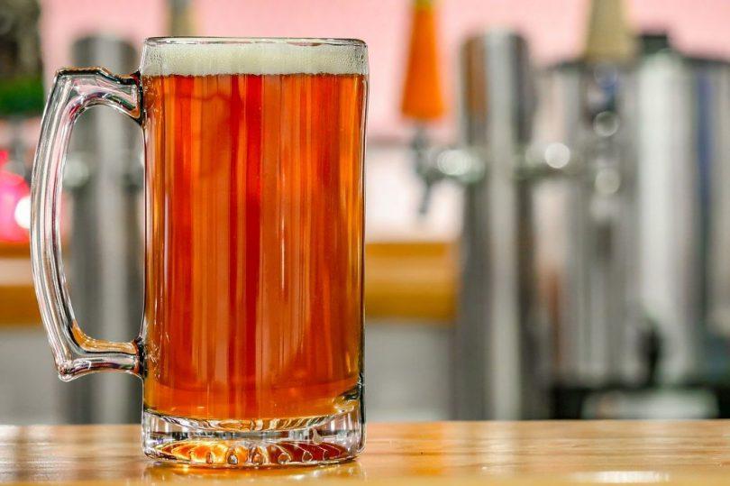 Copo de cerveja é o mais se verá no Festival da Cerveja em Barcelona 2020
