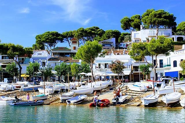Uma das praias litorâneas da Costa Brava que lembra as lindas praias gregas
