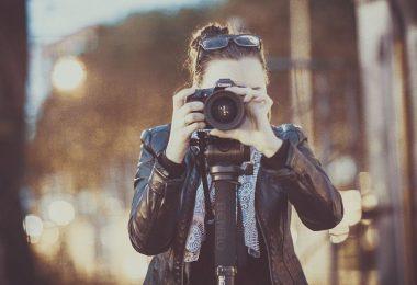 Fotógrafa fazendo imagens