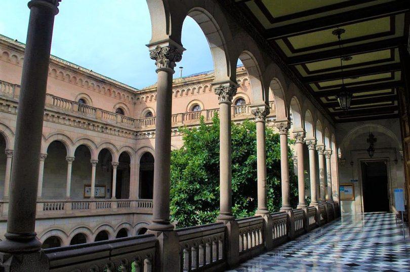 Guia de universidades públicas em Barcelona destacadas na educação